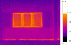 Außenwand mit Fenster und unisolierter Grundplatte